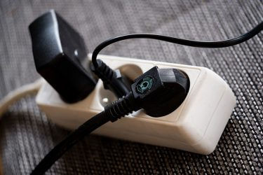 自宅サーバルーム向けにおすすめしたい便利な電源タップ特集